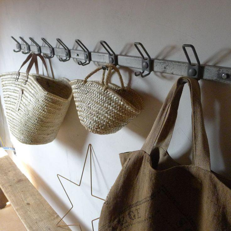 coat hanger and basket chez les voisins