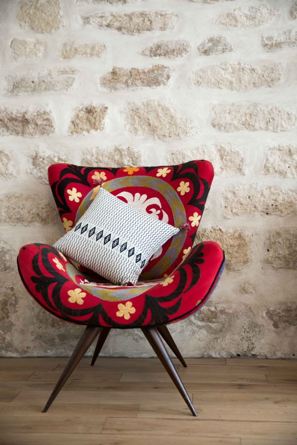 Peoni cushion by Jamini