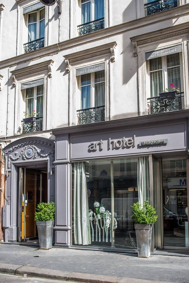 art-hotel-facade-rue-legendre