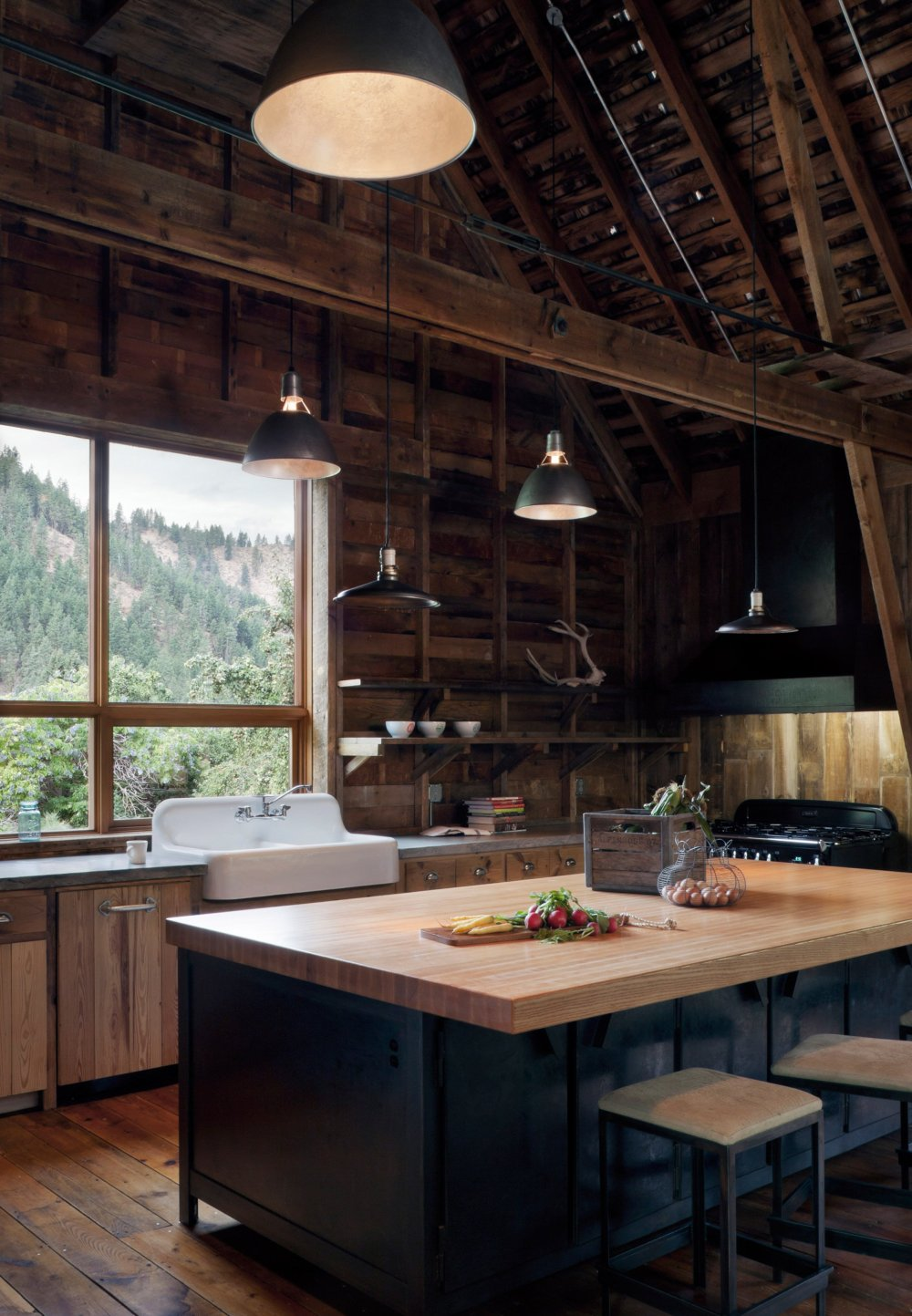 canyon-barn-mw-works-architecture-east-cascades-usa_dezeen_2364_col_0.jpg