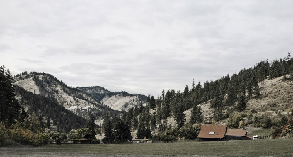 canyon-barn-mw-works-architecture-east-cascades-usa_dezeen_2364_col_7