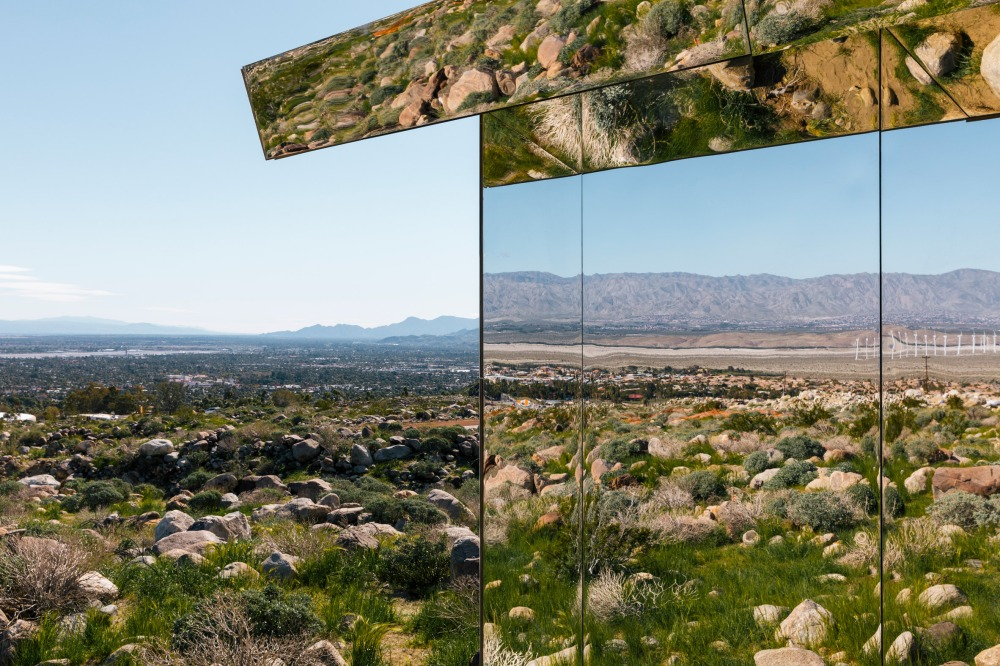 doug-aitken-lance-gerber-neville-wakefield-desert-x-installation-california-southern-art-exhibition-mirror_dezeen_2364_col_0