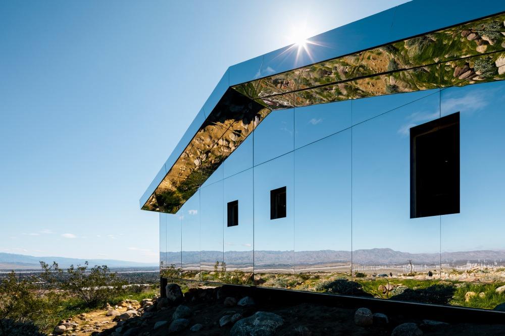 doug-aitken-lance-gerber-neville-wakefield-desert-x-installation-california-southern-art-exhibition-mirror_dezeen_2364_col_4