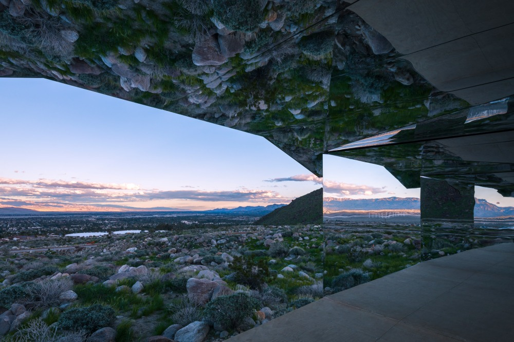 doug-aitken-lance-gerber-neville-wakefield-desert-x-installation-california-southern-art-exhibition-mirror_dezeen_2364_col_7