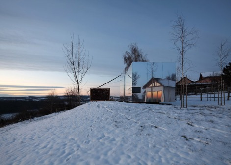 Transportable-mirrored-house_Delugan-Meissl-Associated-Architects-DMAA_dezeen_784_15