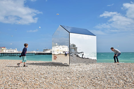 Worthing-Beach-Hut-by-ECE-Architecture-_dezeen_468_15